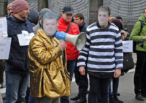 Yanukovich gold jacket